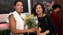 Rujalux Nešpůrkovou potěšila při otevření restaurace thajská velvyslankyně Ureerat Chareontoh.
