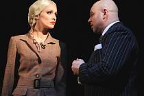 Titulní roli Evy Duarte Perónové si zahrála i Soňa Borková na scéně plzeňského Komorního divadla.