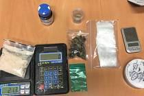Policie zadržela ženu se spoustou drog v kabelce.