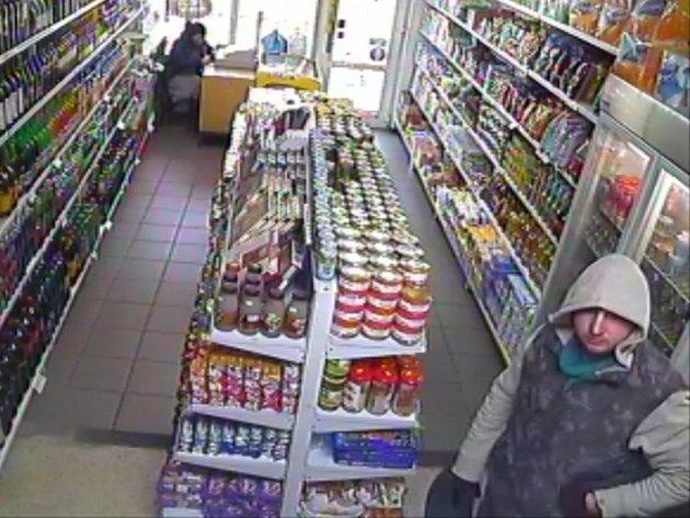 Pachatel loupeže v prodejně potravin ve Štěrboholské ulici v Hostivaři.