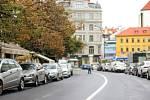 Ulice Národní v centru Prahy je nově obousměrná. U Jungmannova náměstí vznikl kruhový objezd.