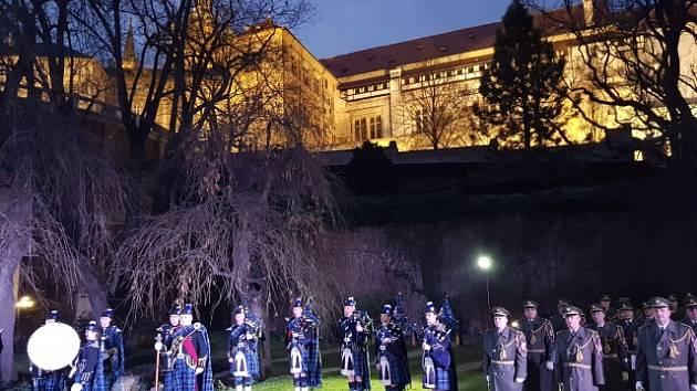 Skotská vojenská hudba Pipes and Drums.