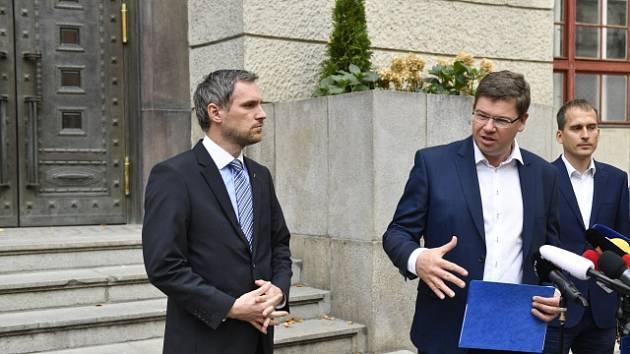 Koaliční jednání v Praze vedou Zdeněk Hřib (Piráti), Jan Čižinský (Praha sobě) a Jiří Pospíšil (Spojené síly pro Prahu).