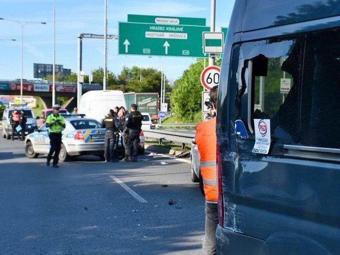 Pirát silnic ohrožoval desítky řidičů na Jižní spojce. Policie jej zastavila střelbou.