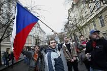 Po dvaceti letech. Tisíce lidí znovu prošli trasu studentského pochodu z Albertova na Národní třídu.