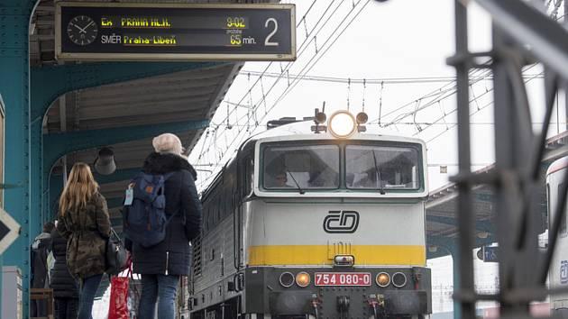 Vlak na nádraží. Ilustrační foto.