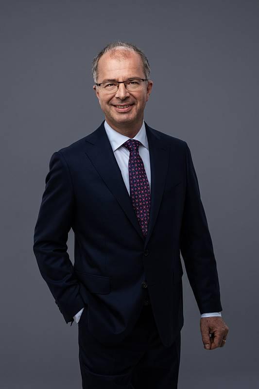 MUDr. Tom Philipp Ph.D., MBA, 52 let, lékař, přednosta Kliniky revmatologie a rehabilitace 3. LF UK a FTN, Spolu.
