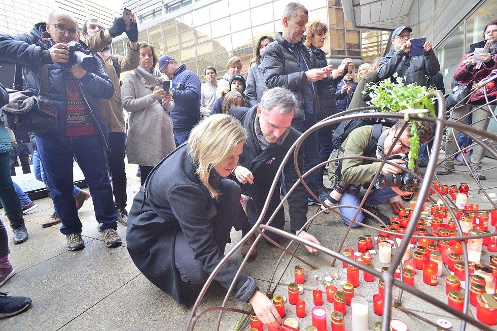 Připomínka událostí 17. listopadu v Praze u Národního divadla. 17. listopad 2019