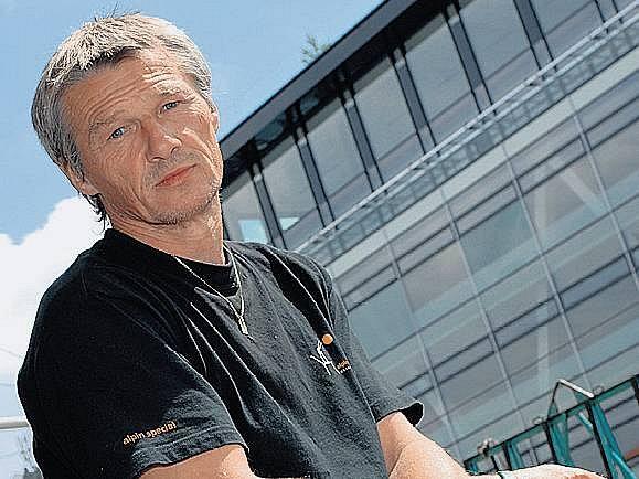 VYCHOVAL DVA NÁSTUPCE. Milan Škoda několik let řádil v zelenobílém útoku, dnes jeho štafetu převzali synoMilan a Michal.vé