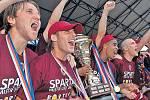 NEHRÁLI NA NÁHODU. Fotbalisté letenského klubu doslova smetli v posledním kole první ligy v Toyota Areně odevzdaný Most a mohli začít s oslavamimistrovského titulu.