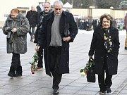 V Praze se koná poslední rozloučení s režisérem Václavem Vorlíčkem. Smuteční řeč pronese Zdeněk Zelenka, přišla i Jiřina Bohdalová.