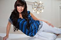 Lehce erotický televizní pořad Intim moderuje zpěvačka Heidi Janků už dva roky. V poslední době je teprve podle jejích představ.
