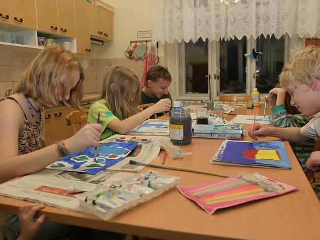 Výtvarné dílny pomáhají dětem vypořádat se se svými emocemi
