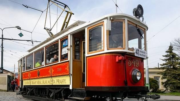 Historická tramvaj na lince číslo 41.