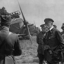 TGM – Na letiště v Kbelích se přijel roku 1922 podívat i první československý prezident Tomáš Garrigue Masaryk, který byl velkým podporovatelem letectví.