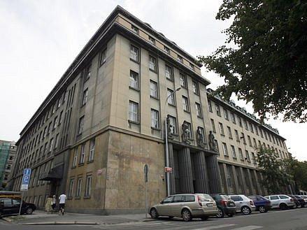 REKONSTRUKCE ZE STÁTNÍ KASY. Za opravu v té době už prodaného paláce v Lannově ulici (na snímku) teď hrozí Yvonne Legierské až deset let.