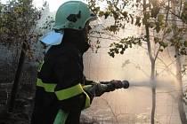 Hasiči likvidovali v pátek večer poblíž Prahy dva rozsáhlejší požáry na Praze-východ a Praze-západ.