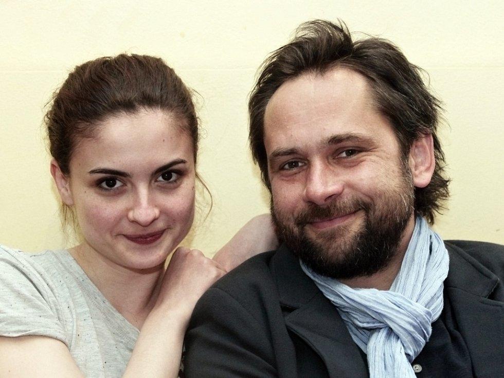 Herci Eva Josefíková a Filip Čapka.