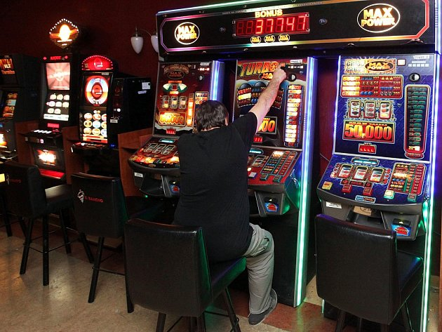 Někteří odborníci varují, že nulová tolerance hazardu - tedy faktické zavření heren - může znamenat, že se hazard nekontrolovatelně rozšíří na internetu.