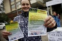 Sdružení SOS student uspořádalo ve středu 2. listopadu 2011 před budovou Vysoké školy ekonomické v Praze petiční akci proti zavedení školného.