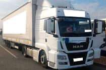 Pražští dopravní policisté v rámci mezinárodní akce Tispol zastavili turecký kamion, jehož řidič nedodržoval předpisy.
