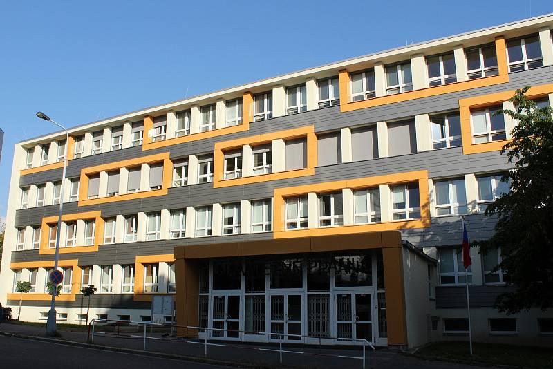 Příprava na volby v roce 2021 v Praze - Vysoká škola kreativní komunikace, Gymnázium Na Vítězné pláni a Základní škola Táborská.