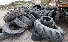 Staré pneumatiky. Ilustrační foto.