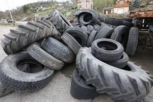 ce967703e4a7b Ani do popelnice ani do příkopu! Jak se v Praze lze zbavit pneumatik?