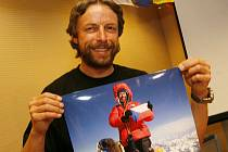PRIMÁTOR NA STŘEŠE SVĚTA. Minulý rok Pavel Bém zdolal Mount Everest, a tak mu ke zlezení nejvyšších hor všech kontinentů chybí jen Mount Vinson - nejvyšší hora Antarktidy. Vyjel ji zdolat o Vánocích?