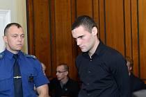 Obvodní soud pro Prahu 2 začal v pátek 14. listopadu 2014 řešit případ smrtelné nehody na Smíchově, kterou nepřežila 21letá studentka. Obžaloba viní ze srpnové tragédie 24letého Marka Půčka. Za nedbalostní usmrcení mu hrozí až osm let vězení.