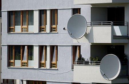 V mnoha případech je anténa využívána pro rozvod kabelové televize či signálu ze satelitu a úpravu tedy nepotřebuje, někde není anténa využívána vůbec.