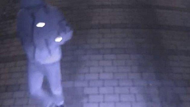 Muži se vloupali do podzemní garáže v ulici Na Vyhlídce
