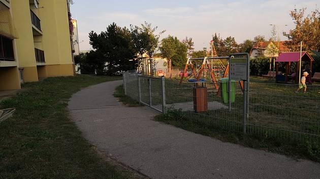 Dětské hřiště v Rožmberské ulici po rozšíření obtěžuje hlukem obyvatele okolních domů.
