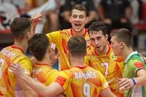 Radost. Matej Mihajlovič (uprostřed) oslavuje vítězství Lvů.