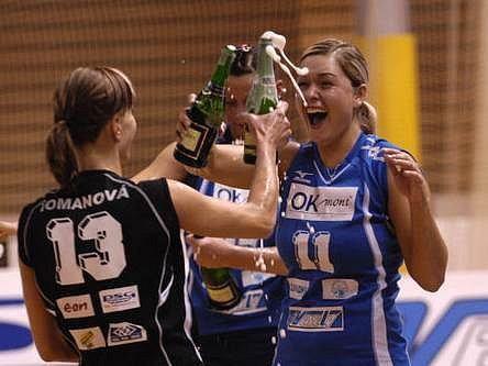 Hráčky brněnského Olympu mohly oslavovat mistrovský titul.