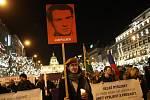 K 50. výročí upálení studenta Jana Palacha se konal tichý průvod se světly z Václavského na Staroměstské náměstí v Praze.