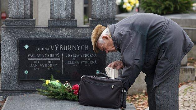 Dušičky na Olšanských hřbitovech.