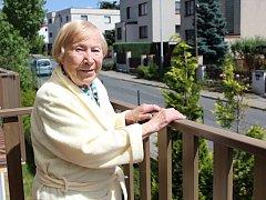 ZÁŽITKY, NA KTERÉ SE NEZAPOMÍNÁ? Mezi prvními si pětadevadesátiletá Věra Pražáková vzpomíná na to, jak se učila celý rok na státní zkoušky z němčiny.