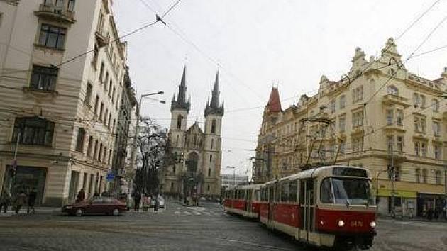 BUDOUCÍ PĚŠÍ ZÓNA. Má vzniknout na Strossmayerově náměstí. Úpravy mají být zahájeny ještě letos a finanční náklady jsou předběžně odhadnuty na 12 milionů korun.