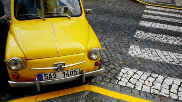 MODRÁ, ORANŽOVÁ, ZELENÁ. Na Praze 7 se přes vánoční svátky ruší parkovací zóny a tak budou moci návštěvníci parkovat všude. Jen žlutá zůstává zakázaná./Ilustrační foto