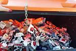 Fotografie pořízené dobrovolníky zachycující používání nádob na tříděný odpad živnostníky.