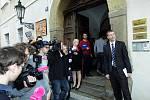 Strana SPOZ čeká na výsledky voleb na Loretánském náměstí