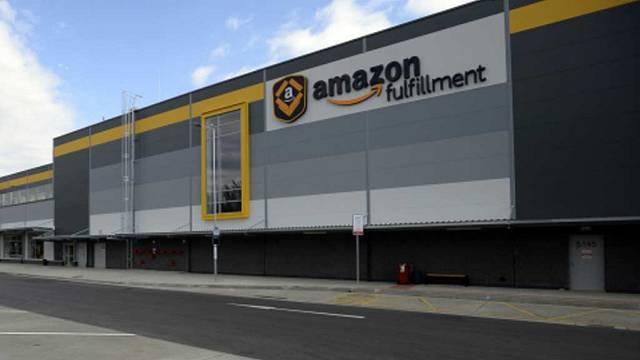 Amazon v Dobrovízi.
