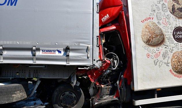 Nehoda dodávky a kamionu na D1.