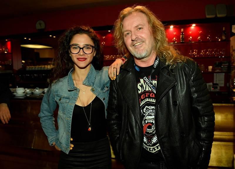 Účinkující v muzikálu Tarzan. Eva Burešová a Josef Vojtek.