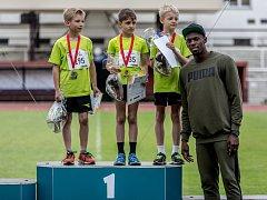 Z Čokoládové tretry 2016 na pražské Julisce za účasti sprintera a světového rekordmana Usaina Bolta.
