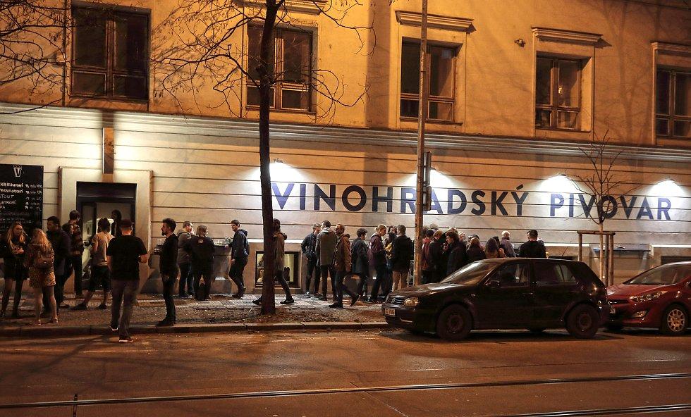Žižkovská noc 2019, den druhý. Před Vinohradským pivovarem.