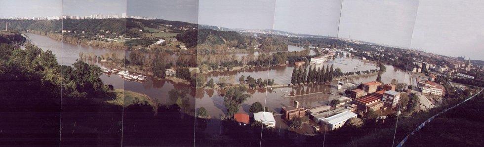 Povodně z roku 2002 v Praze. Snímky zachycují Ústření čistírnu odpadních vod v Bubenči.