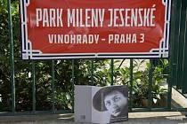 V Kouřimské ulici slavnostně pokřtili park jménem Mileny Jesenské.
