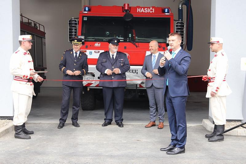 Radotínští dobrovolní hasiči mají novou zbrojnici.